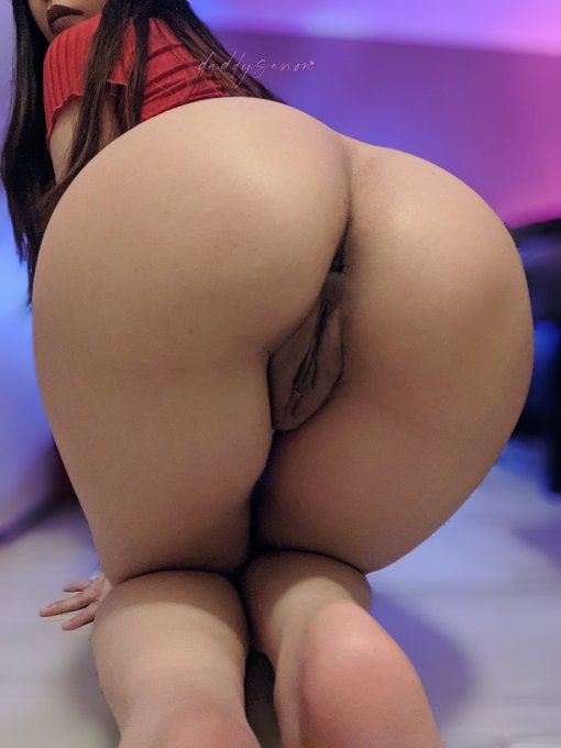 2 pic. Fat pussy or fat booty, your choice 😜 https://t.co/VlSPZmf5hg
