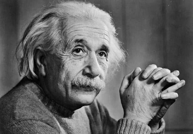 "RT @frasesdem3rda: ""Água com limão só emagrece se o limoeiro estiver a 30km de tua casa""  - Albert Einstein https://t.co/MYvjXcEToP"