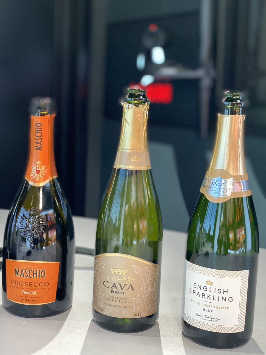 Coming up it's the #ThursdayClub with @HelenaSips - we're talking fizz of the week 🥂