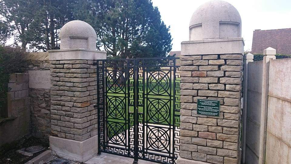 RT @StephenBarker_: Beautiful #Meerut Division Cemetery in #Boulogne. #FWW #WWI #WW1 with @nigel_atter https://t.co/xL7zMVPgUs