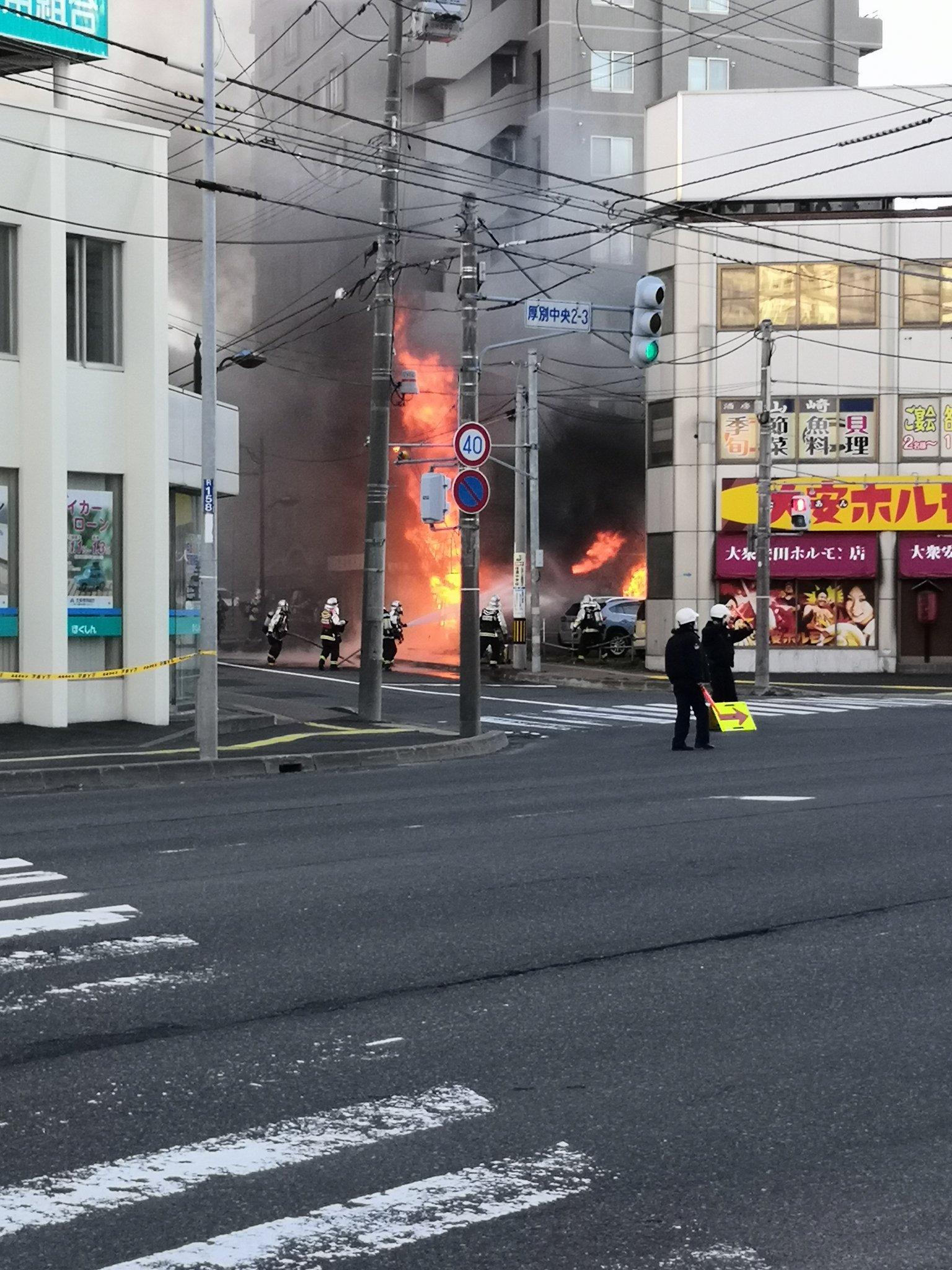 ラーメンの福八が炎上している火災現場の画像