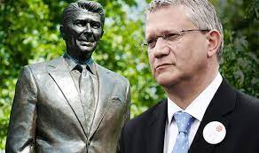 MP @AndrewRosindell is on @Iromgs show on @talkRADIO arguing rightly, Ronald Reagans statue should be taken to Parliament Square. He is the man who ended the tyranny of the Soviet Union.