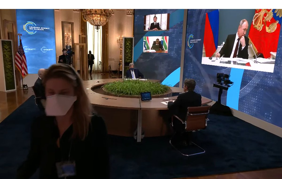 Lol had to be a technical difficulty They are leaving Putin hanging after cutting off Macron halfway through. Now we are hearing Blinken talk about the problem (Macron was taped he says :p)