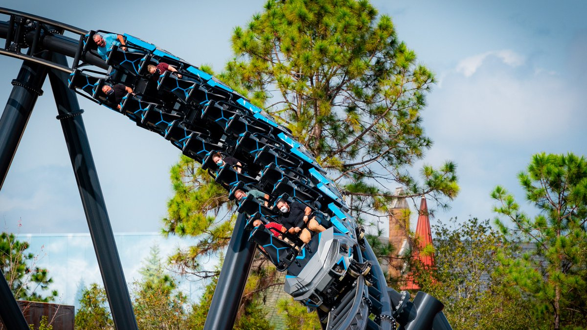 BREAKING: Universal Orlando passholders will receive an exclusive opportunity to experience Jurassic World VelociCoaster at select times from Sunday, May 2 through Wednesday, May 5. https://t.co/2Di8XmxAsz