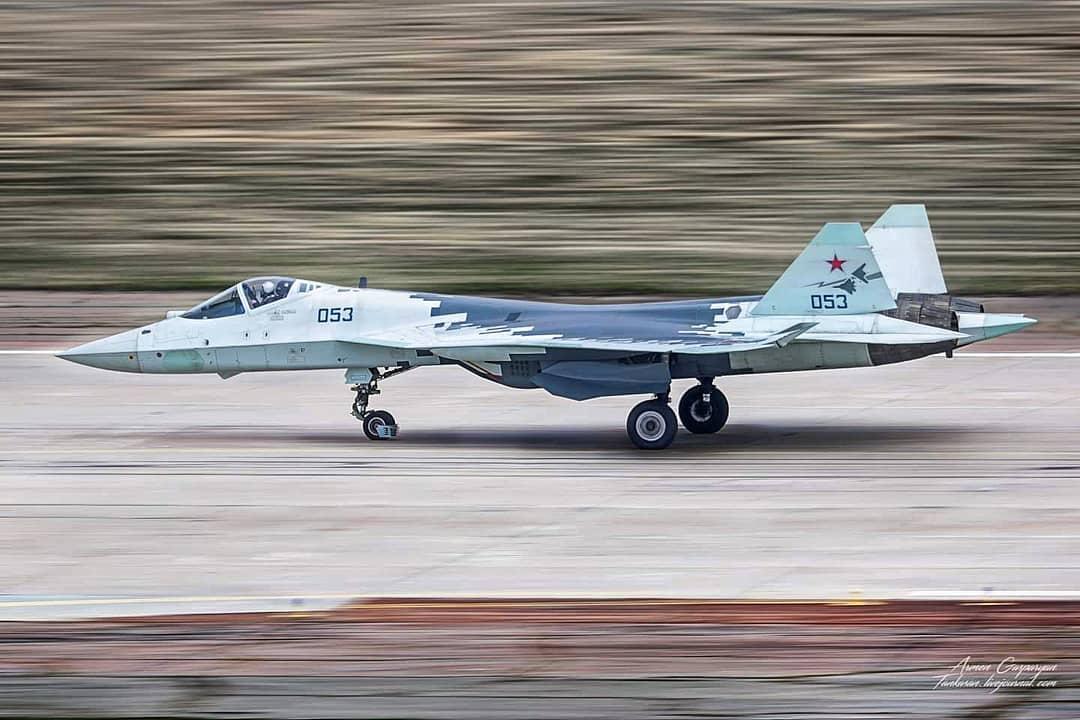 Su-57 Stealth Fighter: News #7 - Page 37 EzmteiCXoAAVjrR?format=jpg&name=medium