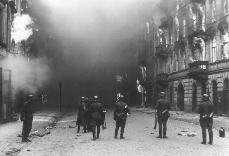 Jewish resistance fighters in the Warsaw ghetto are fighting against Nazis, with a few weapons smuggled in with help of Polish Underground Army. Furious Germans are burning down the ghetto, razing resisting houses & killing the Jews defending them. https://t.co/PGNpBlvmmH