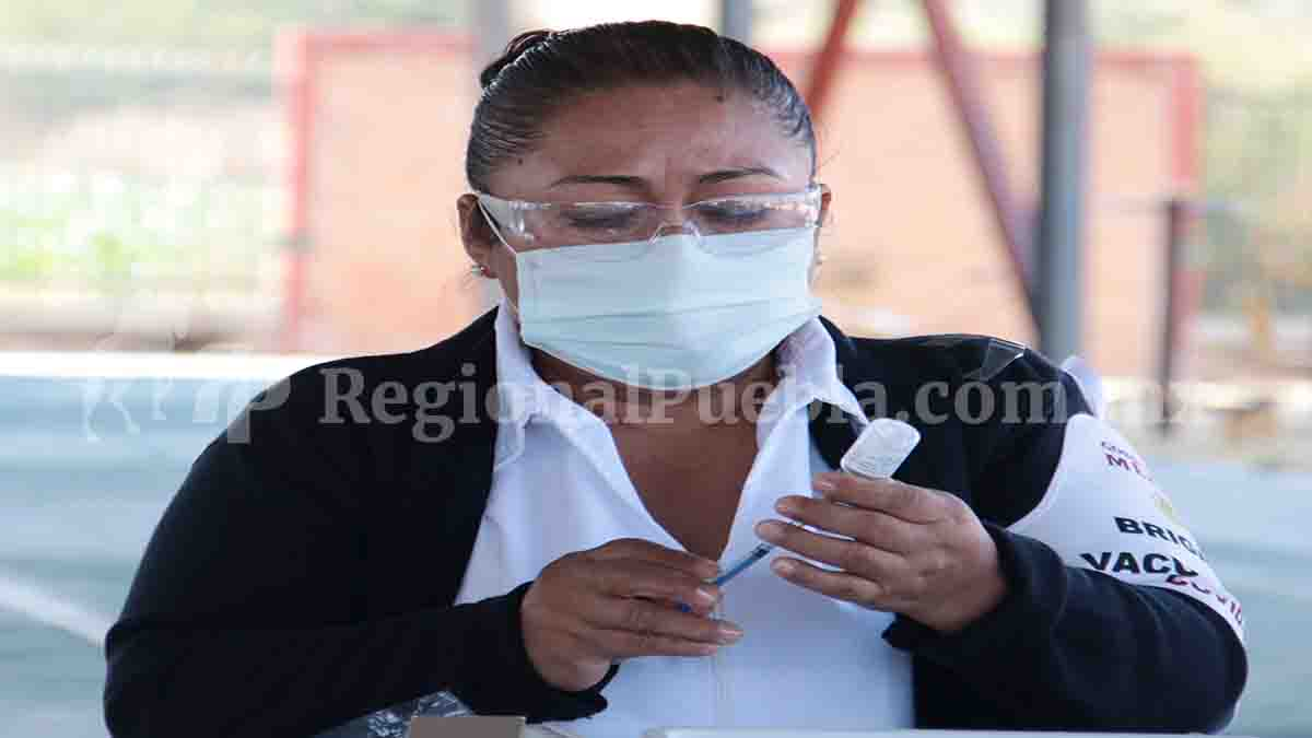 #ParaLeer @SaludGobPue informó que médicos, doctoras, enfermeras, camilleros, cocineros, entre otros, son parte del personal inmunizado contra el #coronavirus #Puebla #COVID19 #QuedateEnCasa  https://t.co/wY5j9BrBR1 https://t.co/A0aZEePBec
