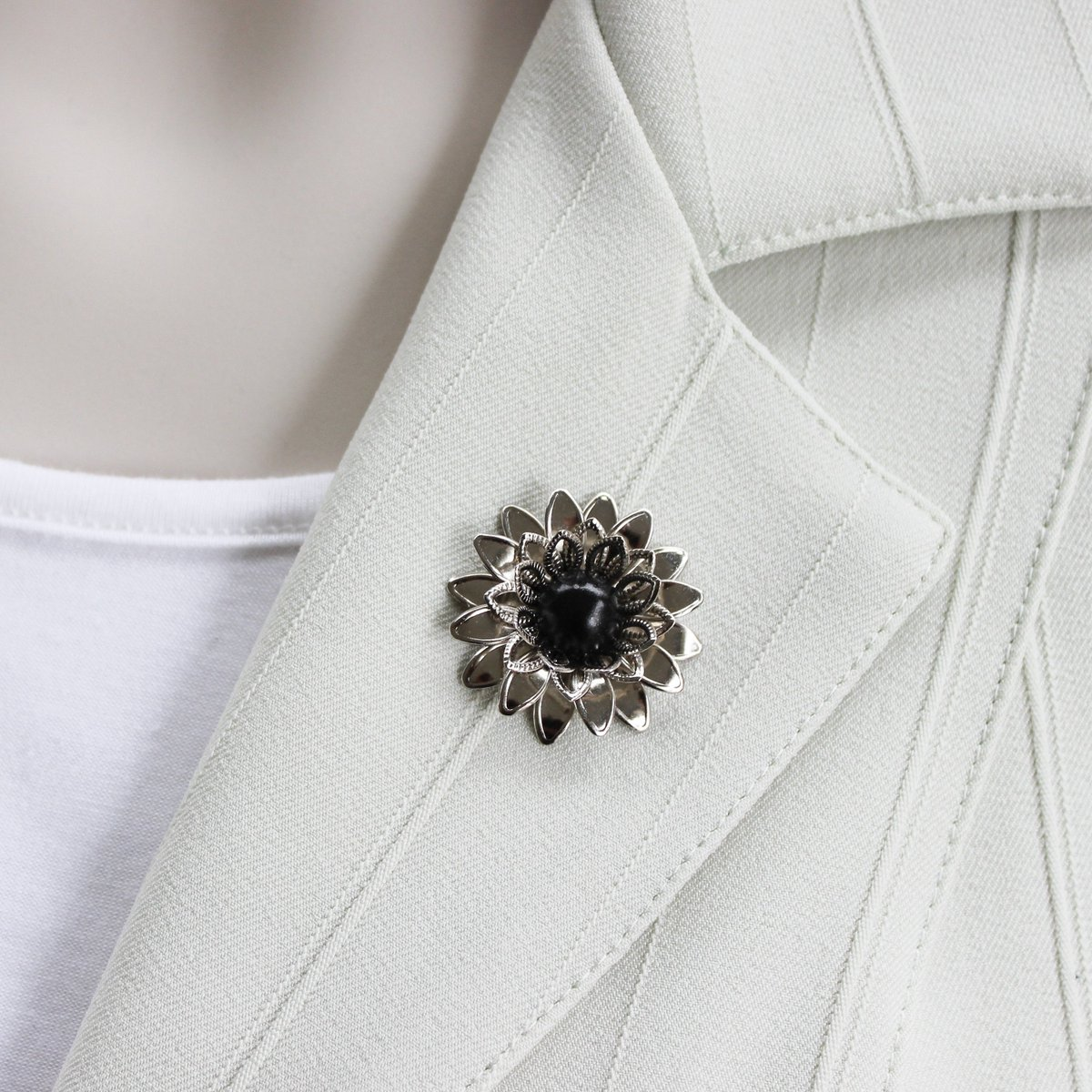 Silver Magnetic Brooch Pin, Silver Flower Brooch, Magnetic Pin, Silver and Black Magnet Pin, Unique Gift for Woman, Lapel Flowers for Women https://t.co/nwXxdkgiV1 #shopsmall #gifts #etsy #style #smallbiz #shopping #ecommerce #etsyshop https://t.co/DrK0p16UGI