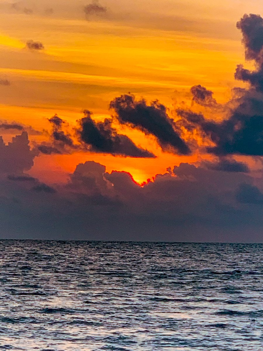 Sunsets only last a few minutes in Maldives island fodhdhoo . So be ready to capture this amazing moment🌅 . . #visit #sabbabeachsuite  #sabbasummersuite  #sabbabeachvillasandspa  #sabbamaldives  #sabbabeachhotels  #island  #beach  #sunset  #redsky  #holiday  #travel  #paradise https://t.co/R1Tcu9Il2H