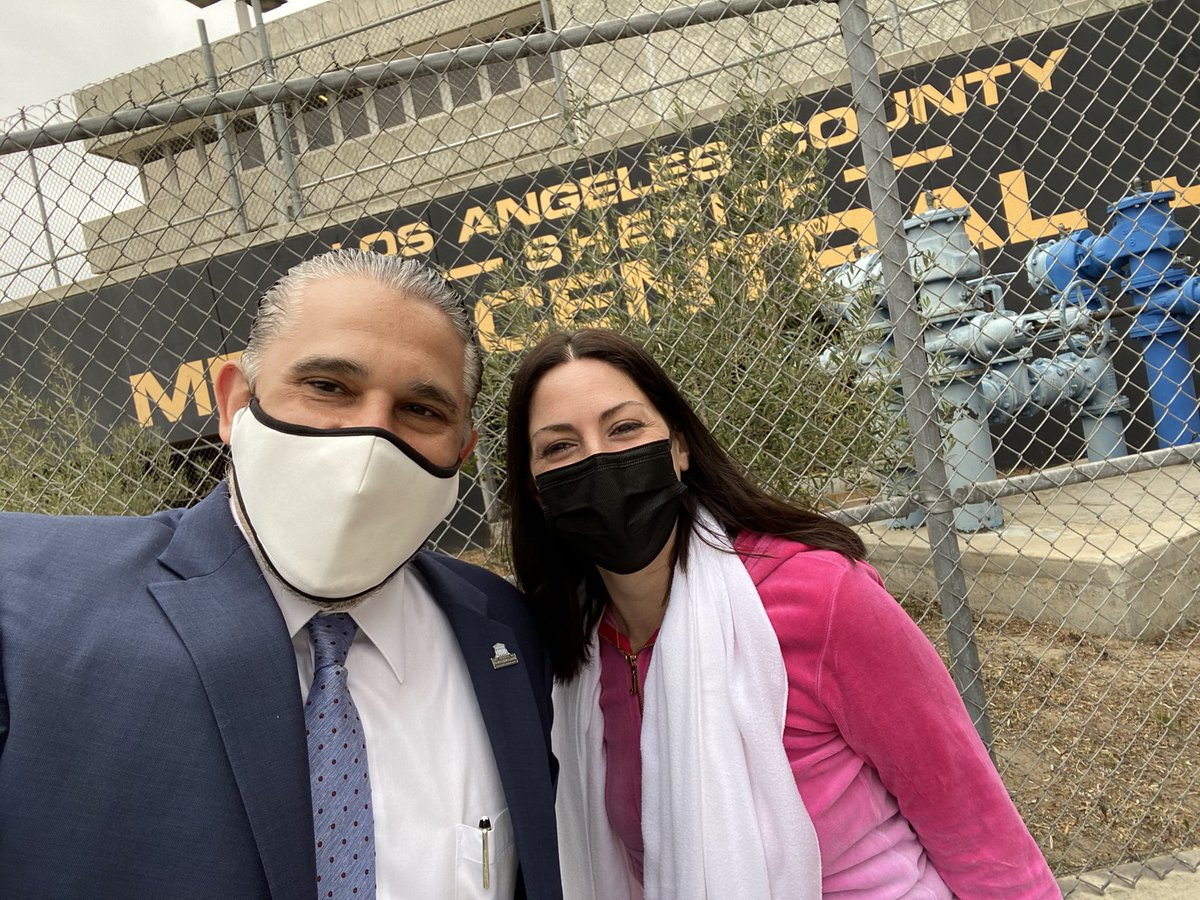 Went to visit a client in jail. While doing an IG story this tourist kept wanting to include herself. So I took a picture with her ⚖️😳🤦🏻 #Jail #Tourist #IGStory #ClientVisit #Interview #Funny #CountyJail #Jail #MCJ #HashemiLaw #BetterCallHash #LosAngeles #California #LawLife https://t.co/IuZl0GRtJd