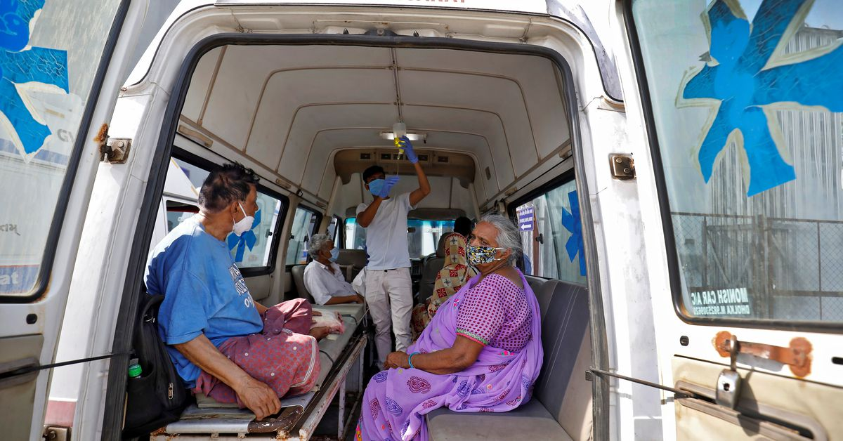 Indian coronavirus cases surge again as health system founders https://t.co/nUcUsKQSsQ https://t.co/RyHH9P7op6