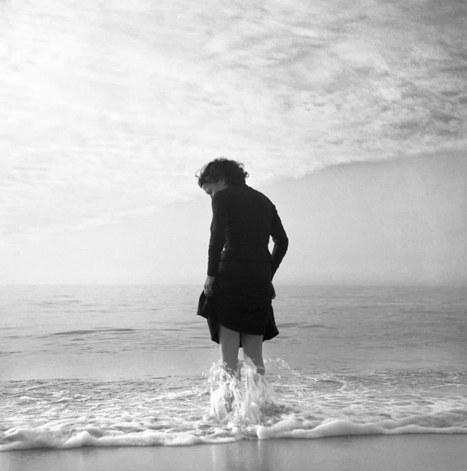 """""""El romper de una ola no puede explicar todo el mar.""""  (Vladimir Nabokov)  Buenos días https://t.co/sWo6svsOPt"""