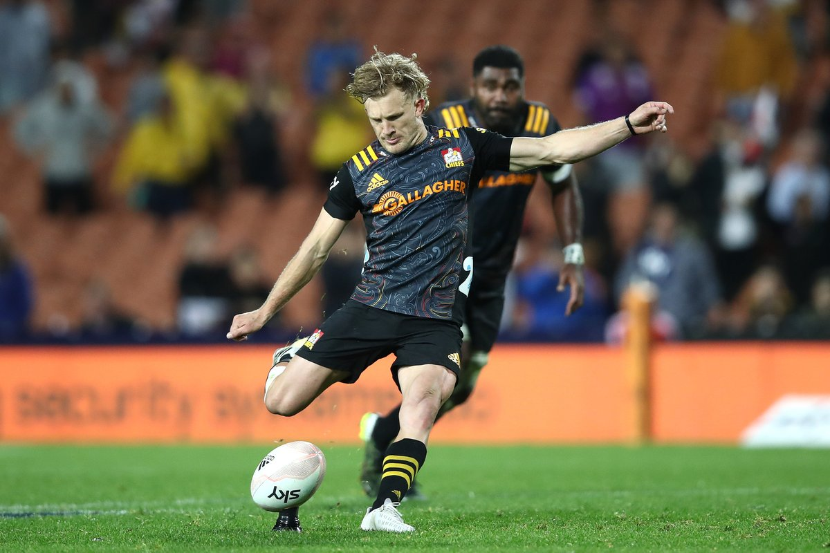 """test Twitter Media - """"Jeez, he's good isn't he?"""" - @brad_weber9  Damian McKenzie coming in clutch once again for  @ChiefsRugby 🎯  #SuperRugbyAotearoa #CHIvHUR https://t.co/ToGQ6MWbYM"""