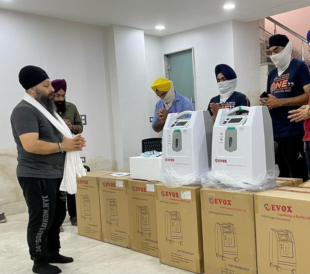 India : Covid relief   Our @khalsaaid_india team is distributing oxygen concentrator machines in #Delhi.