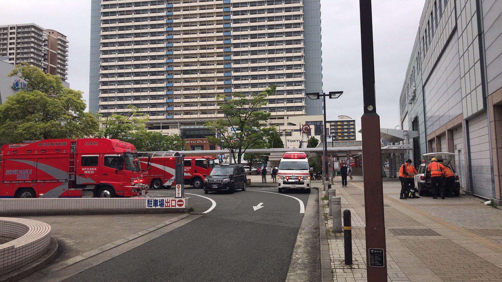 新長田駅に緊急車両が集結している画像