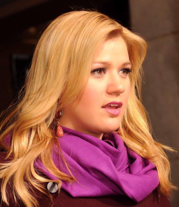 Happy birthday to Kelly Clarkson!