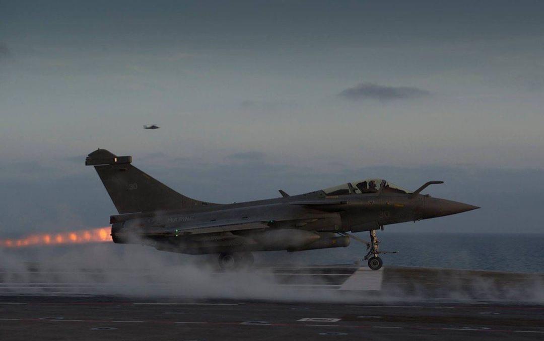 marine et aéronavale EzvGoroWQAIyTLX?format=jpg&name=medium