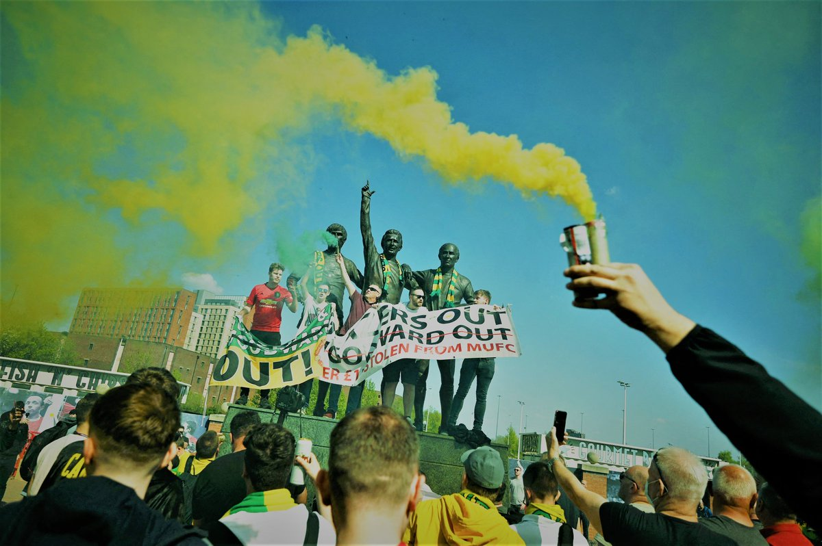 Photo of the day. Green and Gold until it's sold #GlazersOut https://t.co/exenEcPhCM