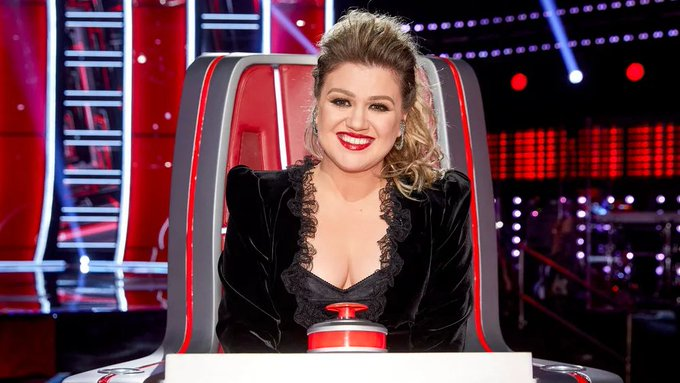 Happy Birthday to Kelly Clarkson! You are an amazing singer and you do an amazing job on The Voice!