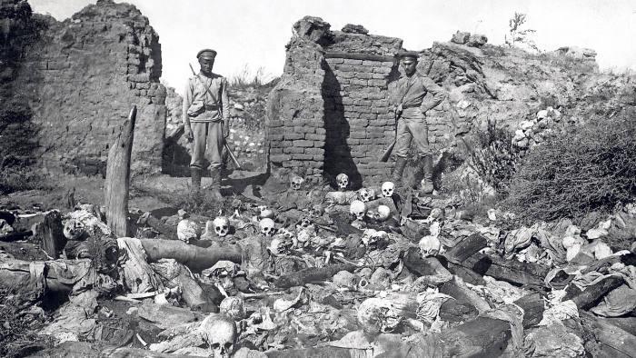 1 Байден, как и анонсировалось ранее, признал геноцид армян в Османской Империи. Если ранее, США оттягивали это решение, чтобы не испортить отношения с Турцией, то сейчас эти отношения уже сами по себе плохи, а вкупе с историей с покупкой Турцией С-400 у России, Карабахской войной, давлением на Грецию и т.