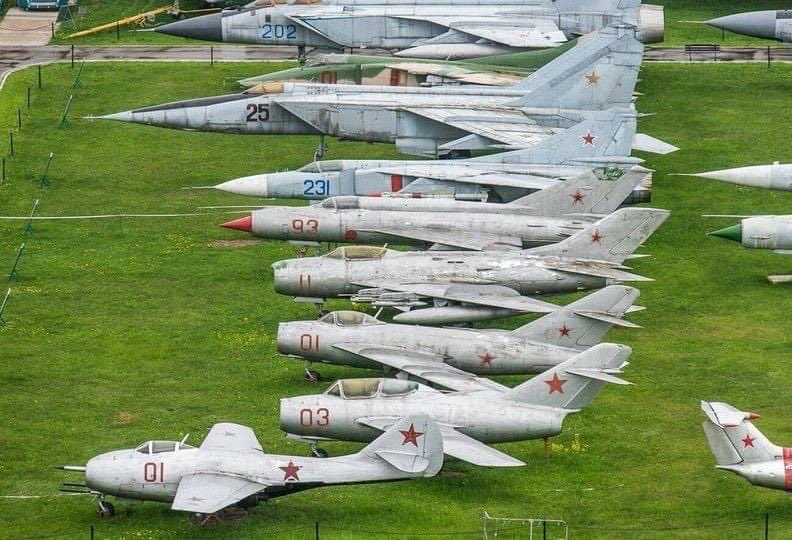 Fate of Russia's old birds. - Page 6 FA1-Q4UXIAI7CnR?format=jpg&name=900x900