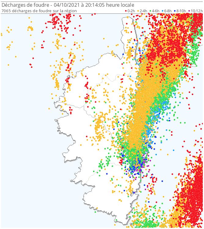 Plus de 7000 éclairs détectés sur la #Corse ce lundi, en grande majorité sur la façade orientale de l'île. Gros cumuls localement avec 239 mm à Santa-Lucia-di-Moriani et 215 mm à Alistro.