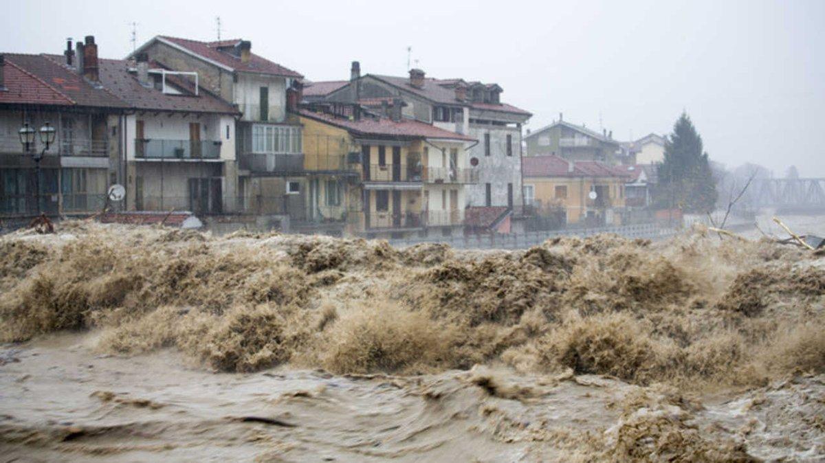 Les 496 mm en 6h relevés à Cairo Montenotte en #Italie établissent un nouveau record de pluie en 6h pour l'ensemble du pays.