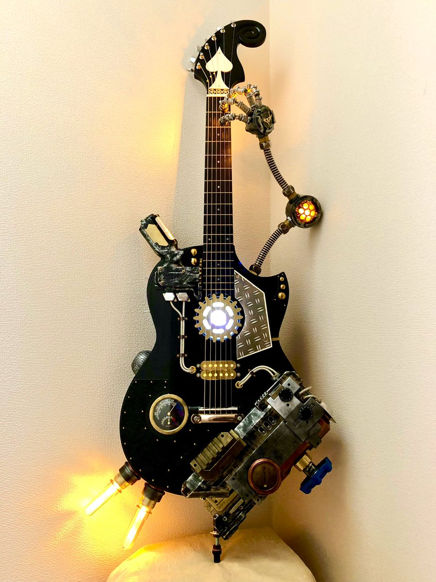 #Steampunk ⚙️ Awesome of the Day ⭐ ➡️ #Vintage #Guitar 🎸 With Gauge Tubes & Lamps 💡 via @handmano #SamaGuitars #SamaMusic 🎶 ➡️ View More #SamaCollection 👉 https://t.co/Kugls40kPu
