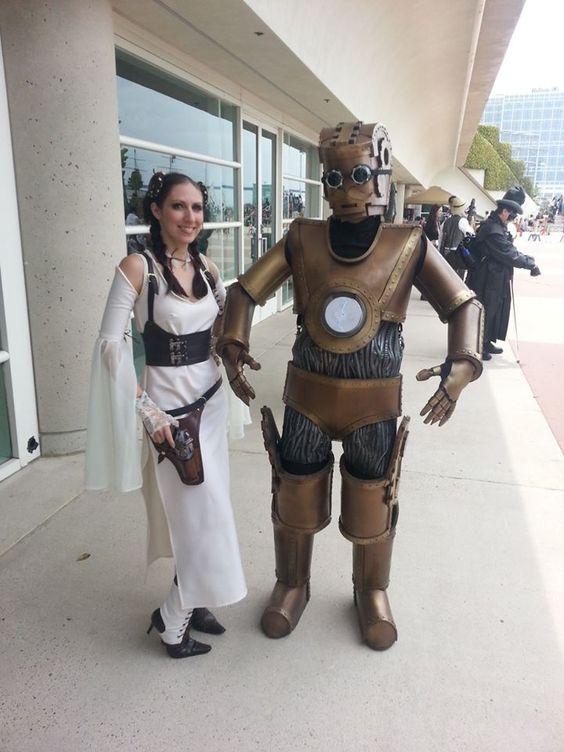 #Cosplay 🎩 Awesome of the Day ⭐ ➡️ #Steampunk-ish ⚙️ #StarWars Princess Leia & C-3PO Costumes via @pewpewpewfilm #SamaCosplay ➡️ View More #SamaCollection 👉 https://t.co/Kugls40kPu