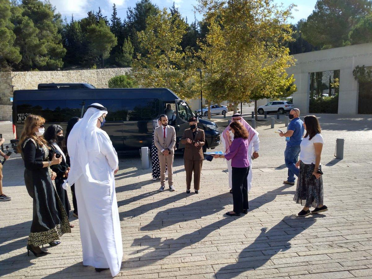 """يزور حاليا وفد من النشطاء والمدونين البحرينيين متحف المحرقة """"ياد فاشيم""""  @sharakango  …"""
