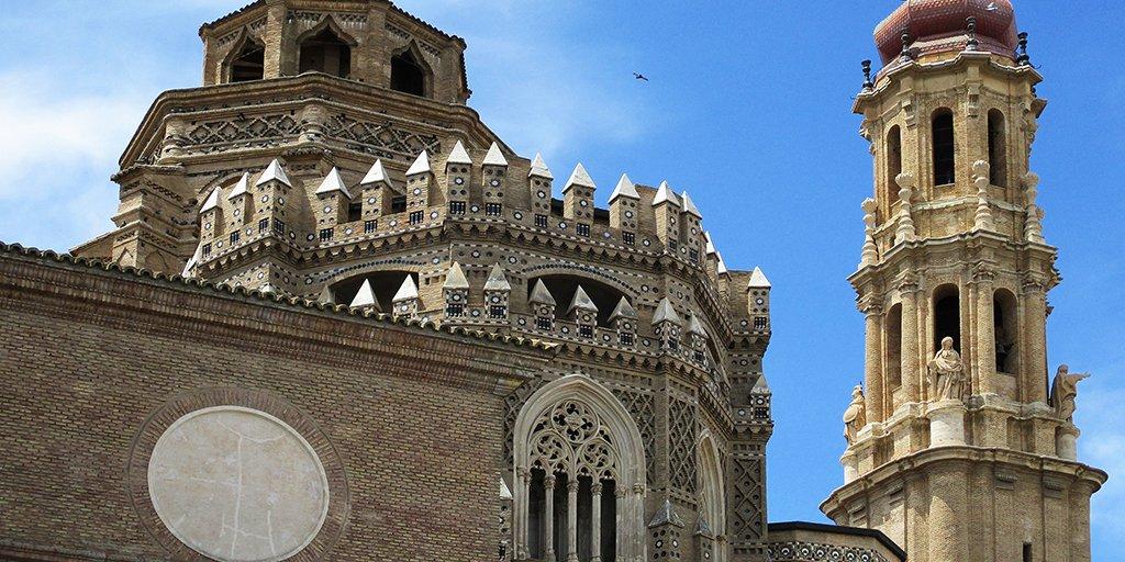 ➡️ アラゴン州ムデハル様式建築の一つとして世界遺産に登録されているサラゴサの大聖堂は、地元では「ラ・セオ」(La Seo)の愛称で親しまれています📸 他の大聖堂とはちょっと違う、複数の建築様式が取り入れられたラ・セオは必見です😌  👉