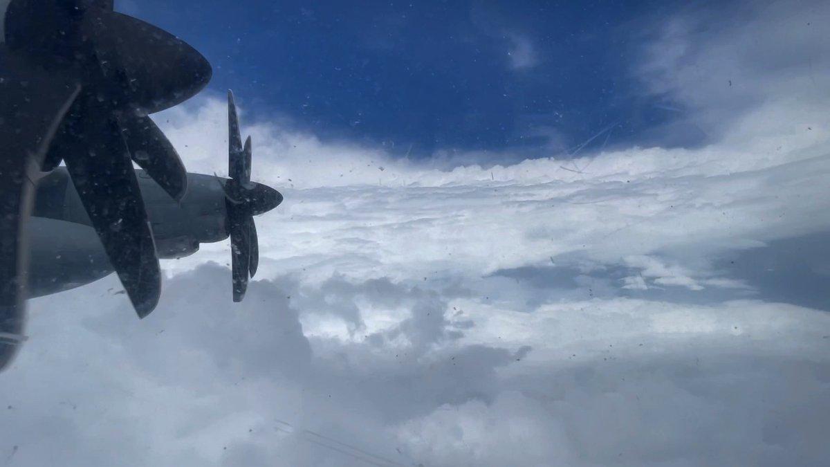 Hurricane Hunters wrap up #HurricaneSam missions Read more: afrc.af.mil/News/Article-D… #ReserveReady
