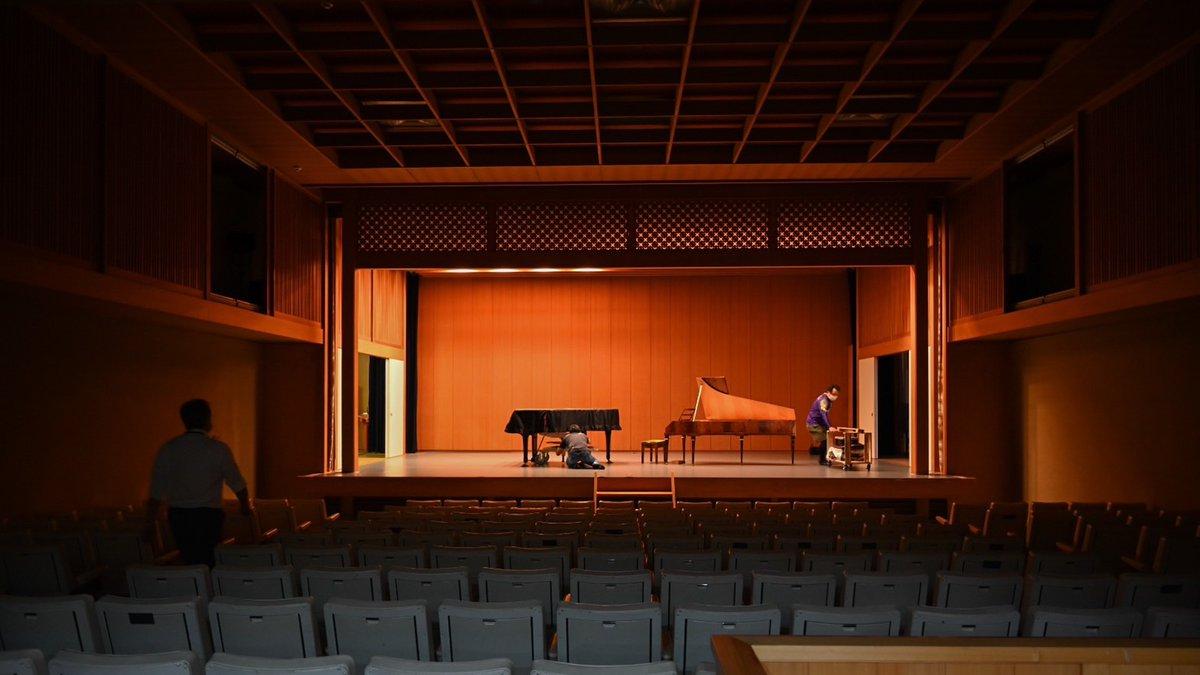 東京から運ばれてきたフォルテピアノの搬入完了しました。明日のチケットのお求めはこちらまで⬇️