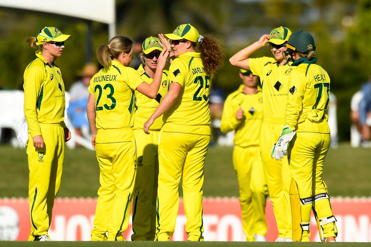 Mithali Raj is run out for 8 and India slip to 88/2 in the 17th over.  📺 Watch the action on https://t.co/CPDKNx77KV (select regions) 🧮 Follow live: https://t.co/PWbQVjuCNo   #AUSvIND https://t.co/WP97WopNEi