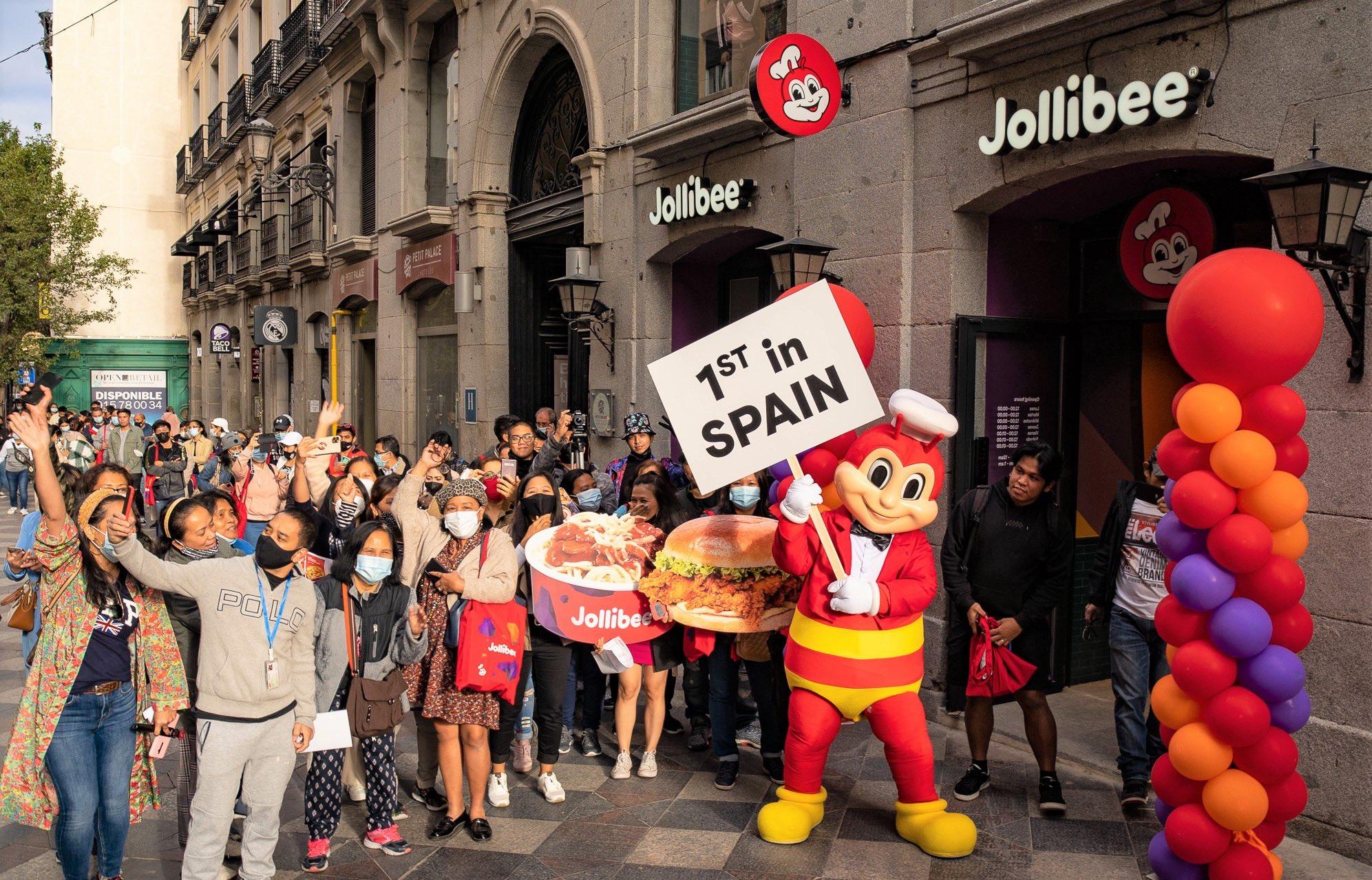 jollibee, <b> Jollibee opened in Spain and the Internet made colonization jokes </b>
