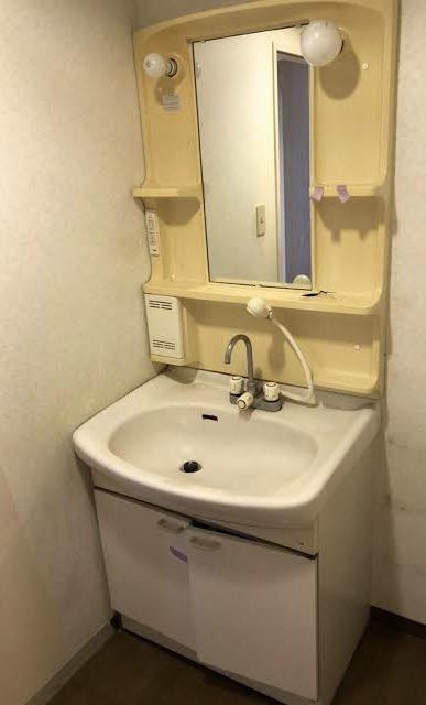 洗面所のBefore after。完全素人仕事でこれはなかなか頑張ったんじゃないでしょうか。