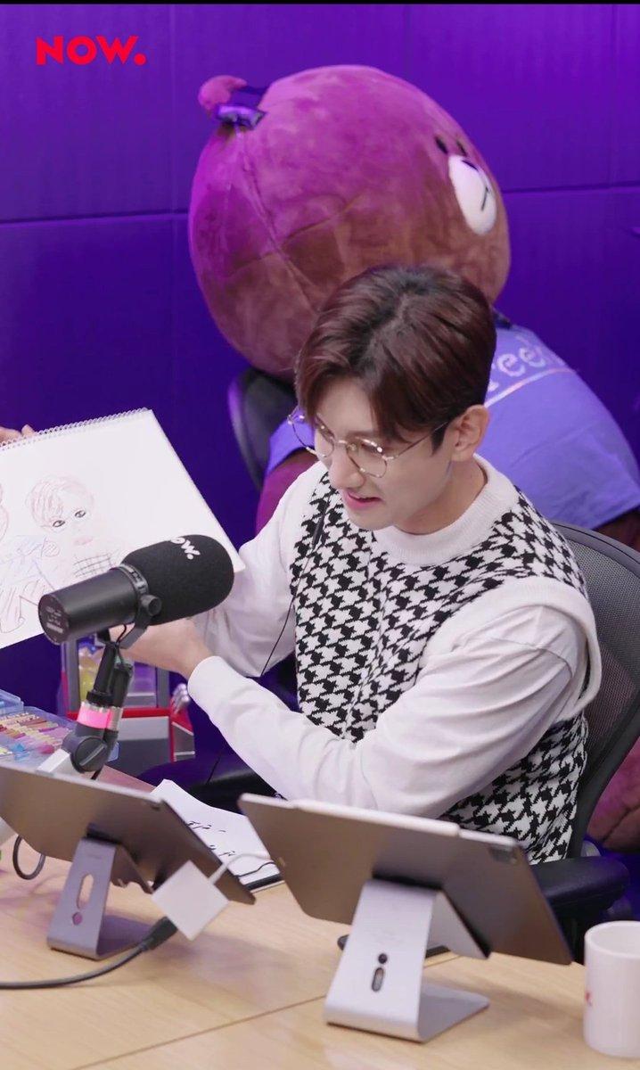 He looks so proud of himself ㅋㅋㅋㅋㅋ ♡♡♡ 🖍️👨🎨🎨  #최강창민의프리허그 #최강창민의프리허그_MAXDAY