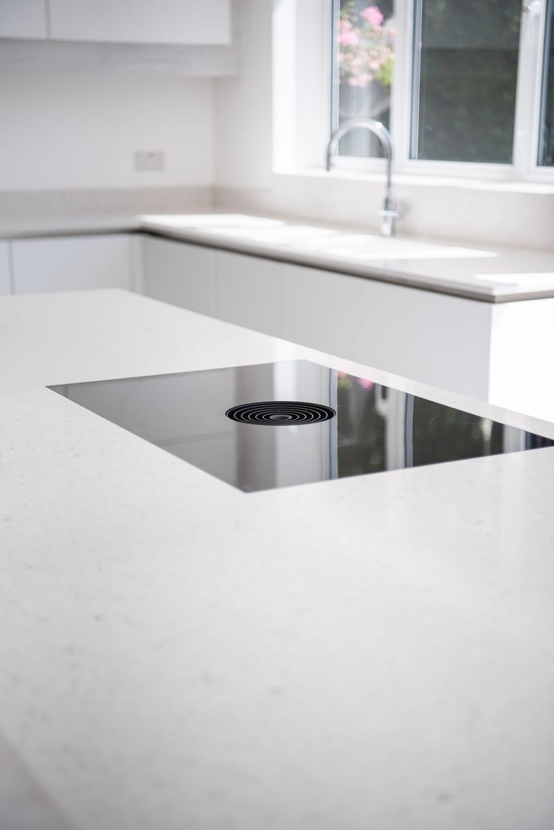 Bianco River by Silestone is under the influence of the purest Nordic style comes this white with spots in silver and pearly grey, which is a great pairing with any colour door or appliance  #biancoriver #silestone #quartzworktop #worktop