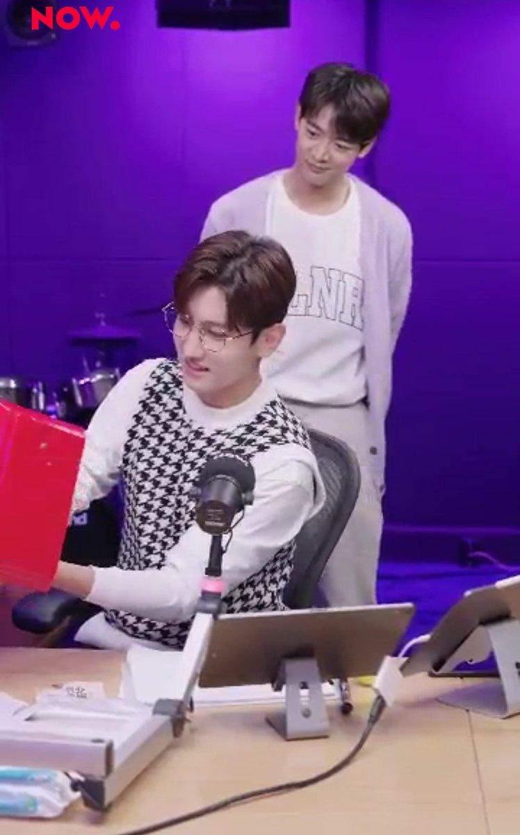WHAT IS HE DOING THERE??!!!? 😂😂😂😭😭😭  MINHO visit Changmin  😂😂😂😂😂😂  #최강창민의프리허그