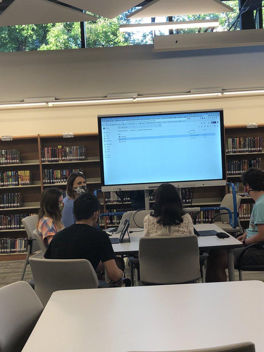 個人、小グループ、グループ全体の指導、私たちの図書館スタッフがあなたをカバーしてくれます! @DHMSLib @WL_Library @Hbwlibrary https://t.co/bHEhT8jRpO
