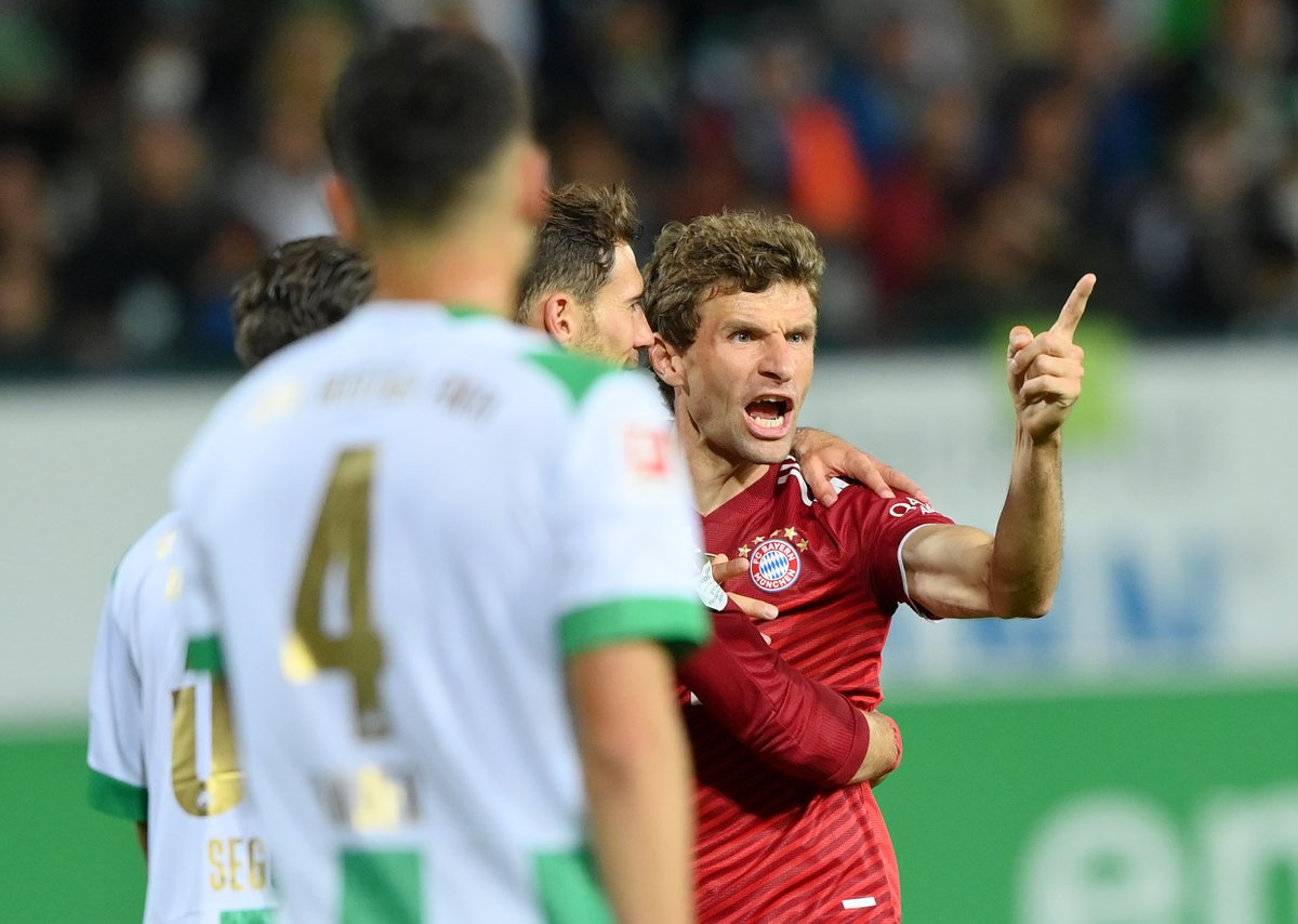 Bayern Munich cemented top spot in the @Bundesliga_EN with a 3-1 victory over Greuther Furth on Friday evening. #SLInt MORE: bit.ly/3EJIbxT