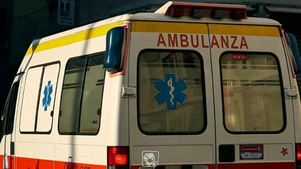 Malore in auto, 49enne muore tra le braccia del ma...