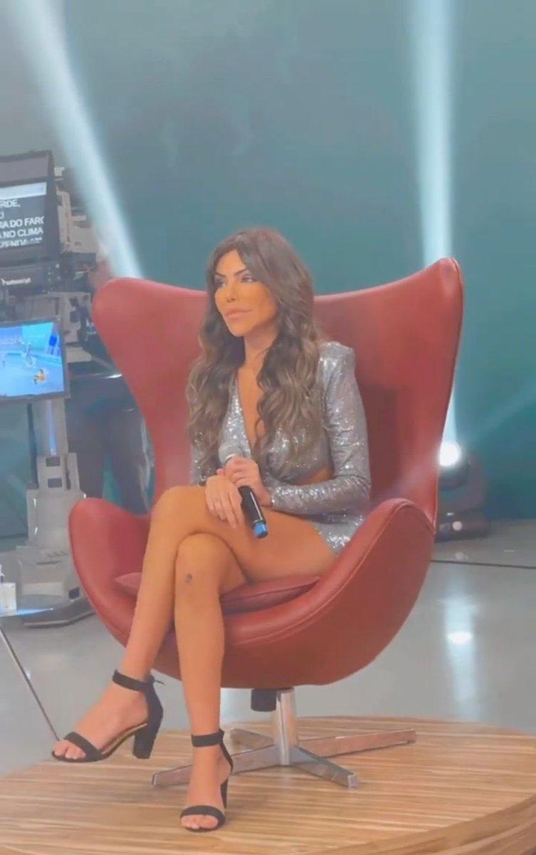 RT @lizianetierrez: E vamos de gravação da Hora do Faro 😍 ela tá linda! https://t.co/JmUAhfADPj
