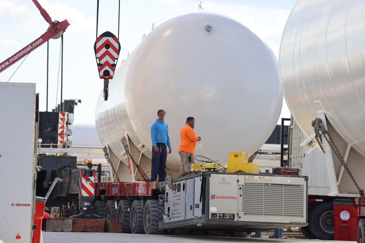 RT @StarshipGazer: Moving some big tanks around today: https://t.co/5uMvbjUqLm