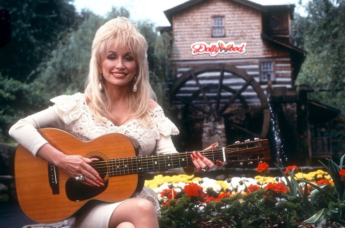 What are some of your favorite memories from @Dollywood's Harvest festival? 🎃 Join us Sept. 24 - Oct. 30! https://t.co/yPr3AR00eM