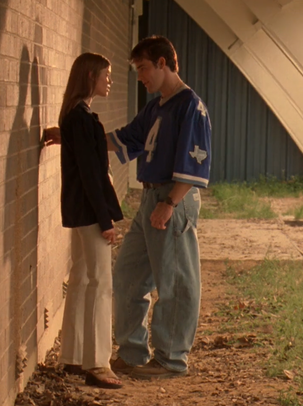 Re-watching Varsity Blues...What are those jeans? https://t.co/DE3tKAPZlY