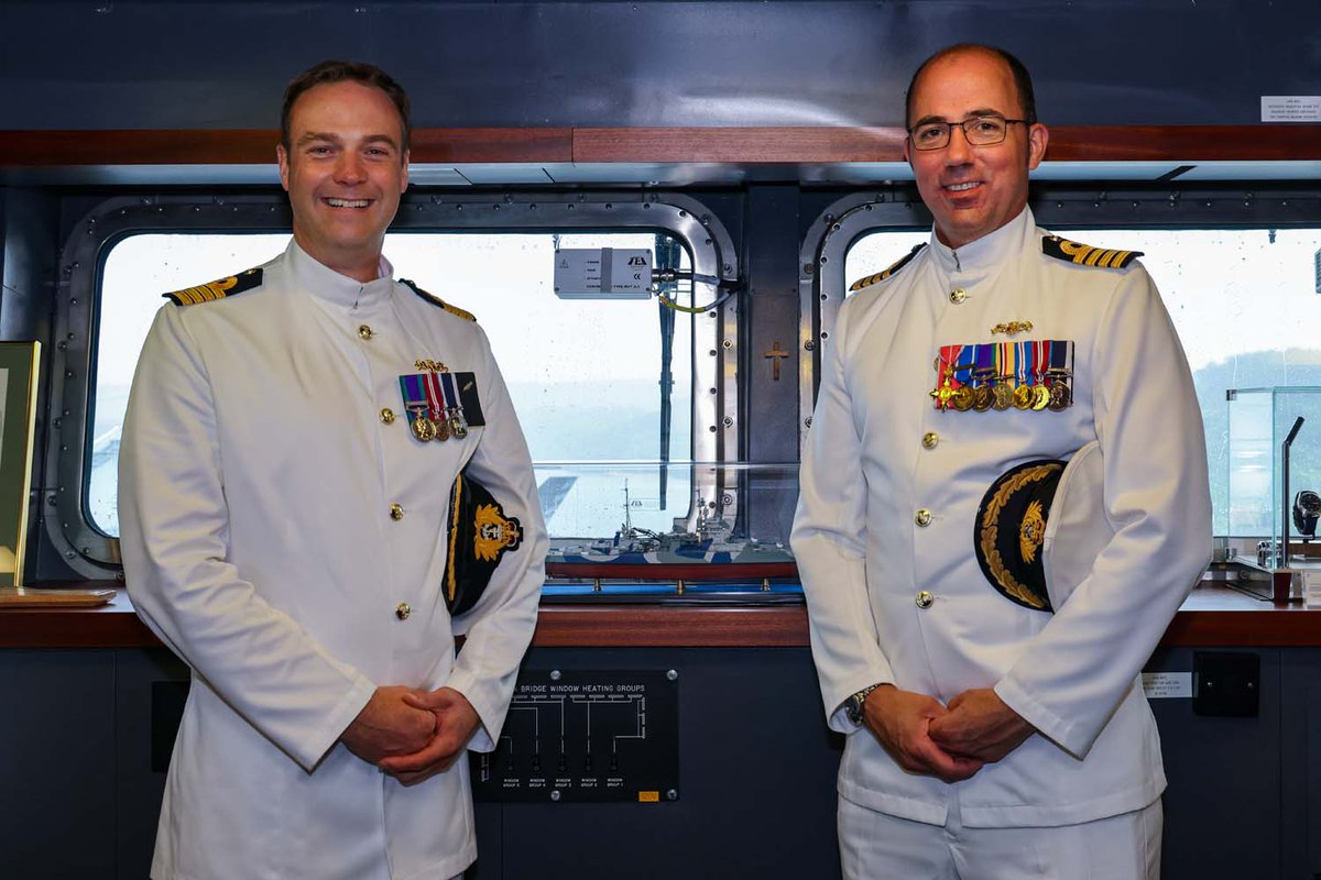 Flagship @HMSQNLZ has a new Commanding Officer. Capt Ian Feasey has taken command of the carrier during the ship's maiden operational deployment. Outgoing CO, Capt Angus Essenhigh said: 'Being captain of HMS Queen Elizabeth has been a unique privilege.' 🔗 ow.ly/A1wZ50GfZxZ