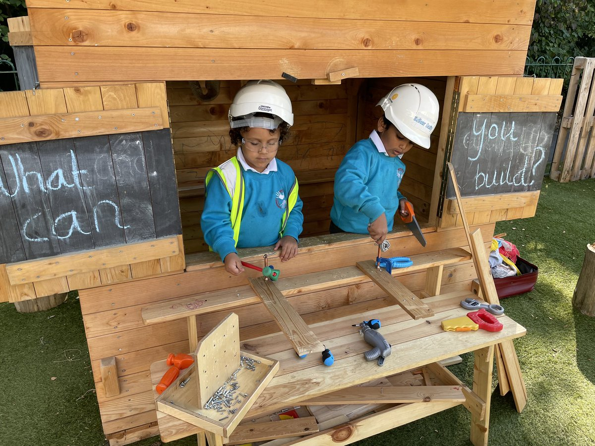 It was lovely to see children in Reception of Ascot Road Primary School learning about construction through guided play. #whatcanyoubuild? https://t.co/IjBP96idQX