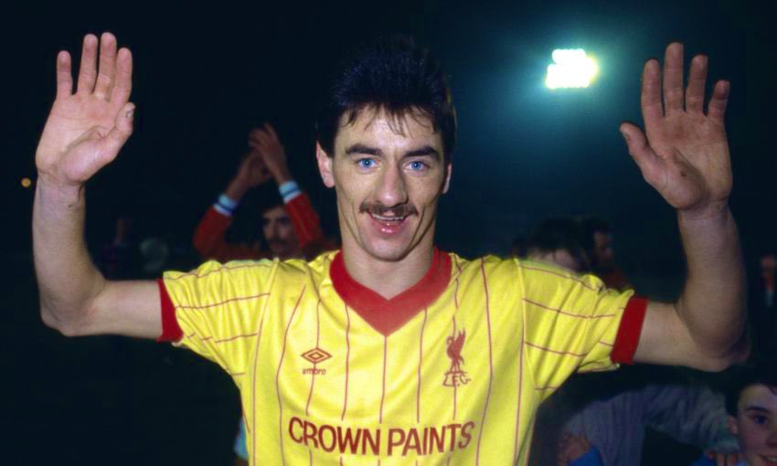 Good to know what colour we're wearing tonight @Ian_Rush9 … was about to put on the lovely cream for an evening date with the Reds in Chiswick!   Never seen the Reds look as good in yellow as your Villa Park hat-trick! The left foot volley a thing of beauty!