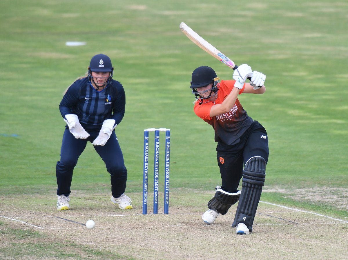 In their chase of 184 to retain the #RHFTrophy, the @VipersKSL are 82/4.  📺 Watch LIVE ➡️ https://t.co/3PzNUsRUgZ https://t.co/oADcO41LeS